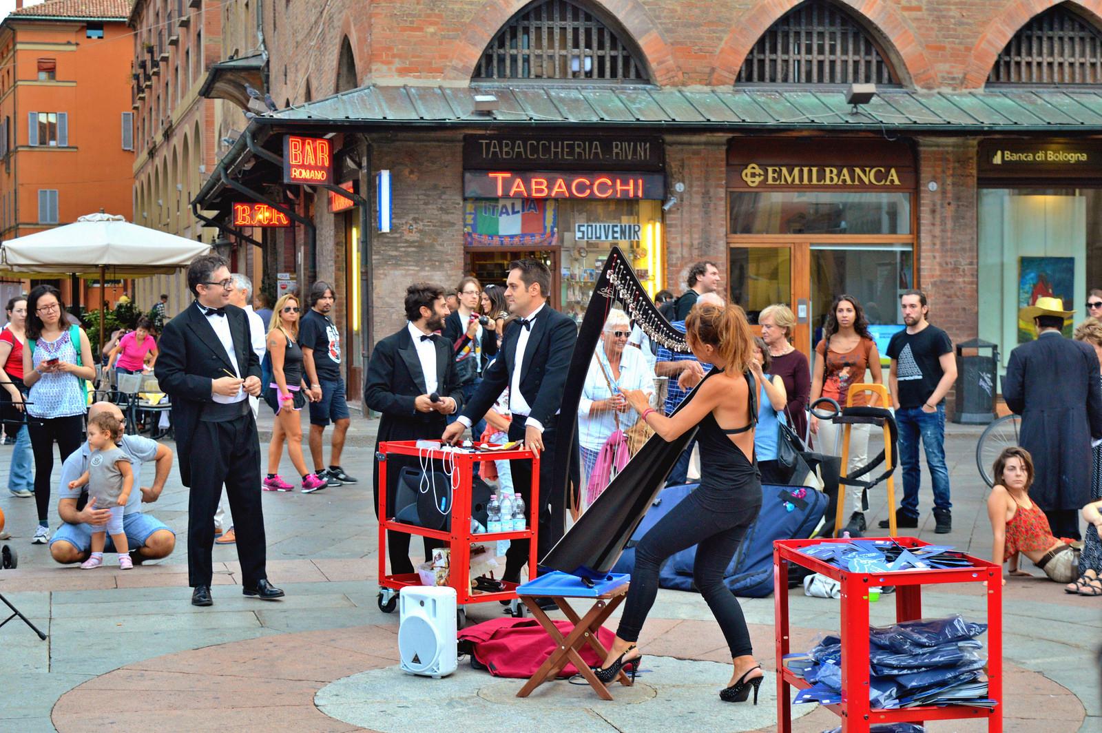 Music performance at Piazza Maggiore, Bologna.