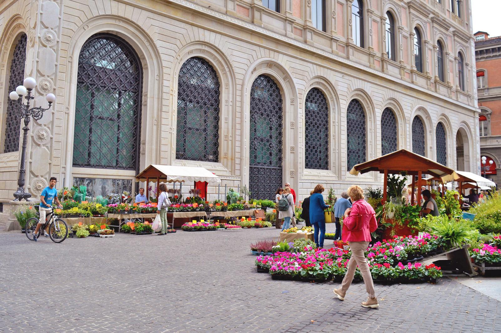 Piazza Minghetti, Bologna.